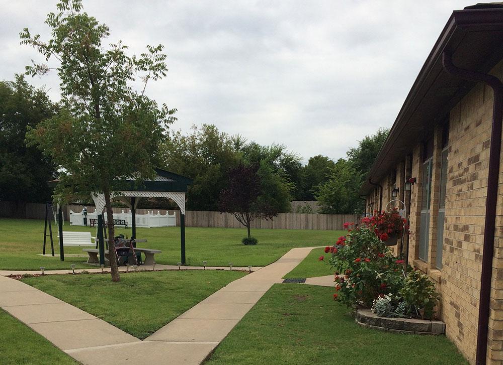 garnett village courtyard