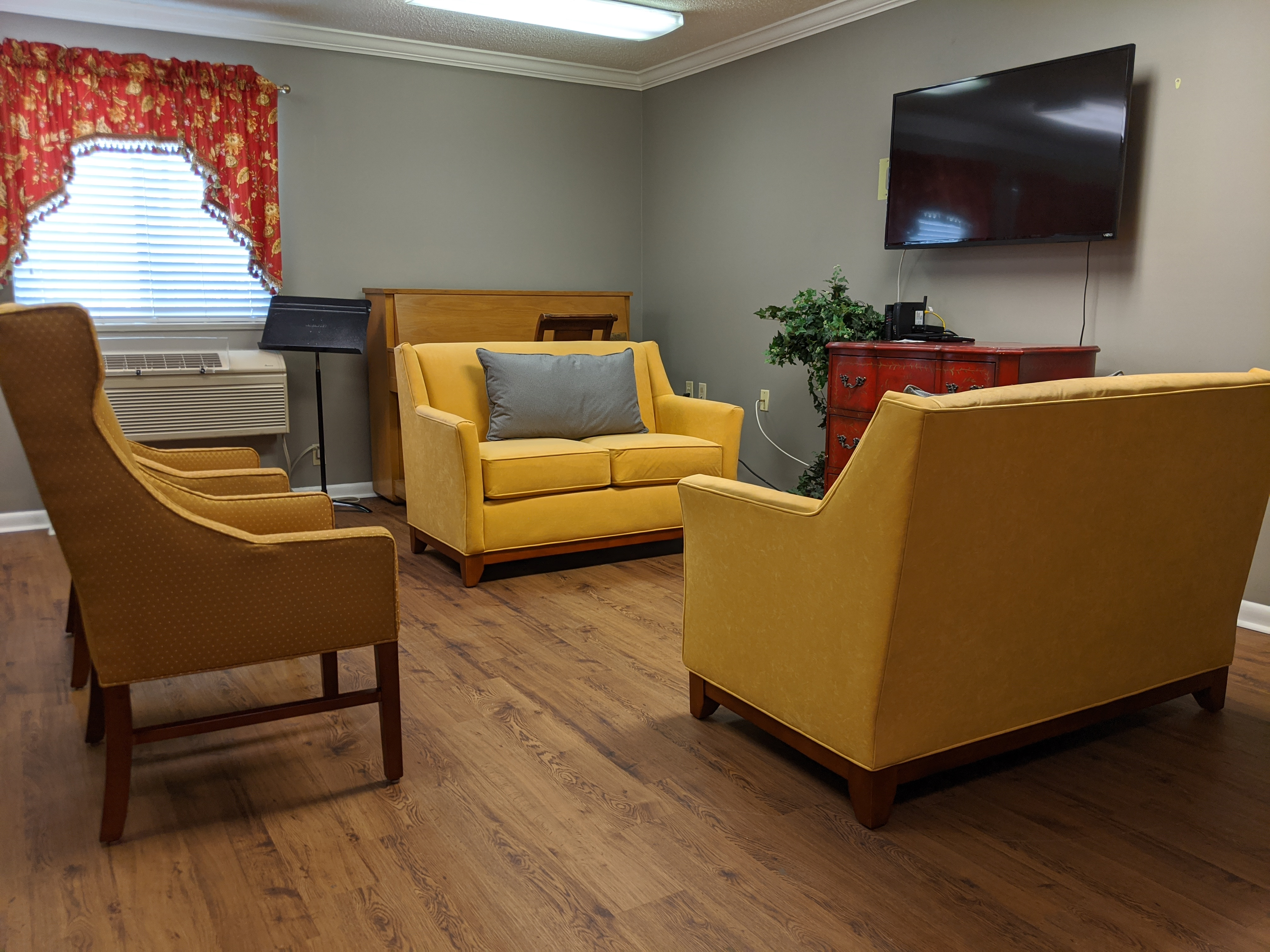 Dogwood Plaza Community Room Seating area