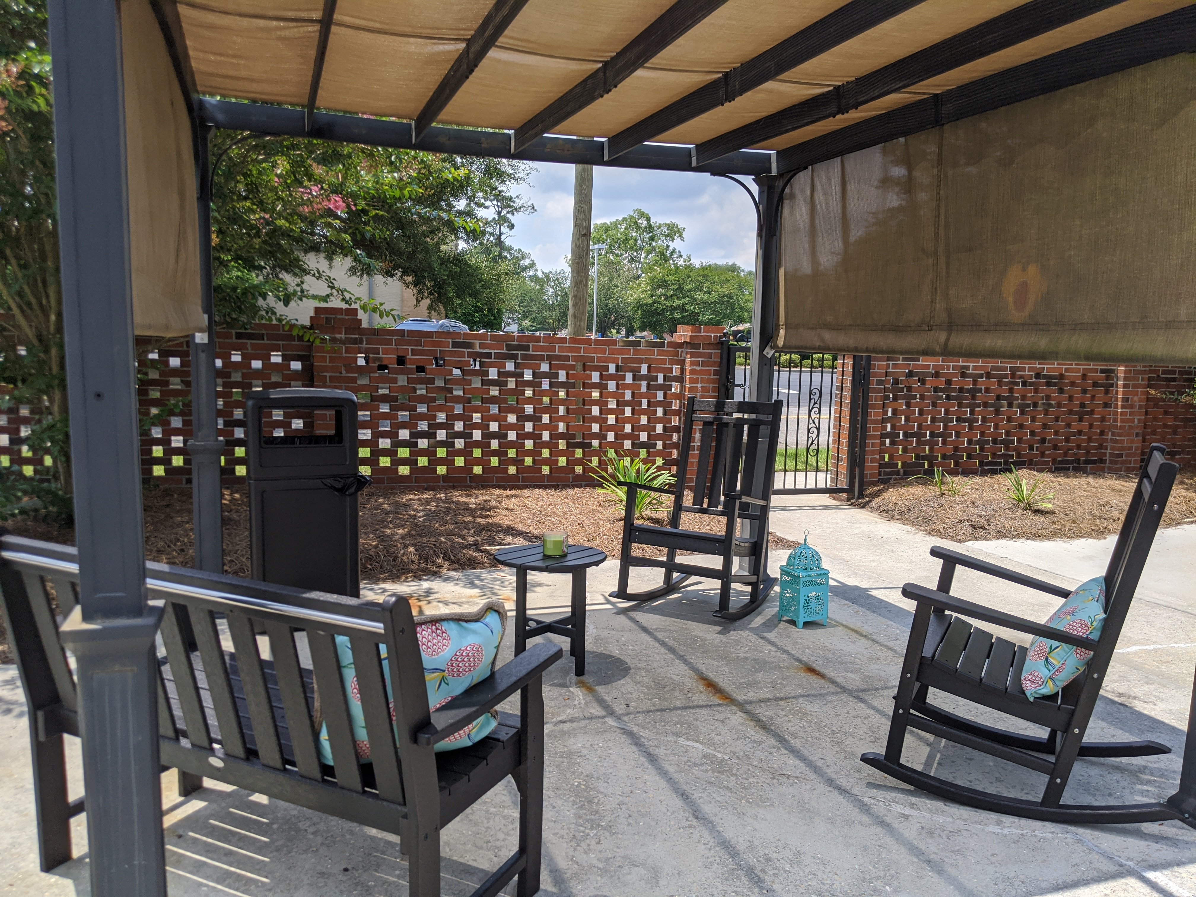 Dogwood Plaza outdoor patio and seating